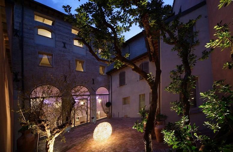 Fabriano Hotel Albergo struttura in centro camere soggiorno relax business