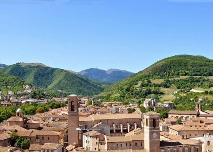 Fabriano e dintorni citta regione marche vacanza relax week end arte storia cultura