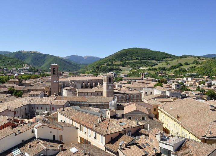 Fabriano dintorni citta regione marche vacanza relax week end arte storia cultura hotel