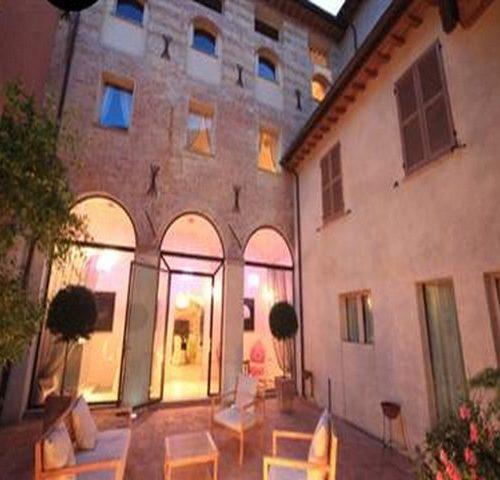 Hotel Fabriano La Ceramica 4 stelle charme relax business vacanza