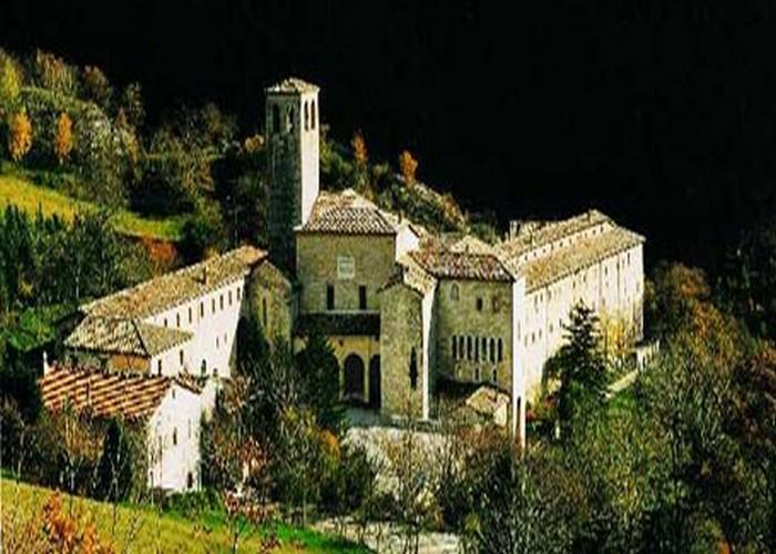 Monastero fontavellana parco Gola Rossa Frasassi Genga visitare